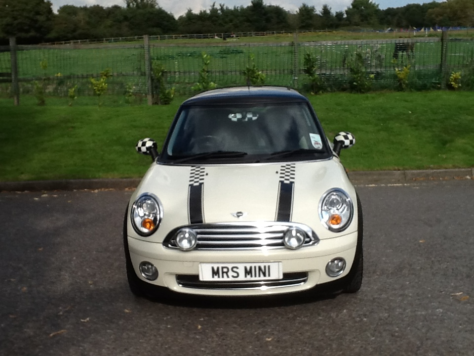 2006 56 new shape mini cooper with half white leather. Black Bedroom Furniture Sets. Home Design Ideas