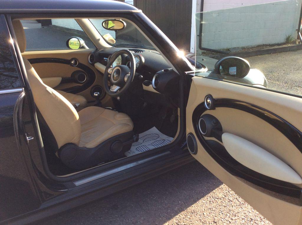 2007 57 Mini Cooper In Black With 33k Miles Full Cream Leather 17 Bullet Alloys Mrs