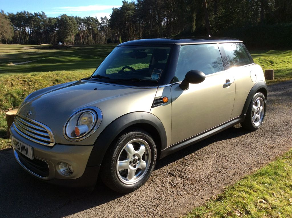 2010 mini one 1 6 in sparkling silver mrs mini used mini cars for sale. Black Bedroom Furniture Sets. Home Design Ideas
