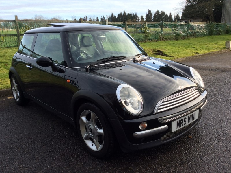 giles has chosen this for his lovely wife 2004 black mini cooper automatic 1 6 with sat nav. Black Bedroom Furniture Sets. Home Design Ideas