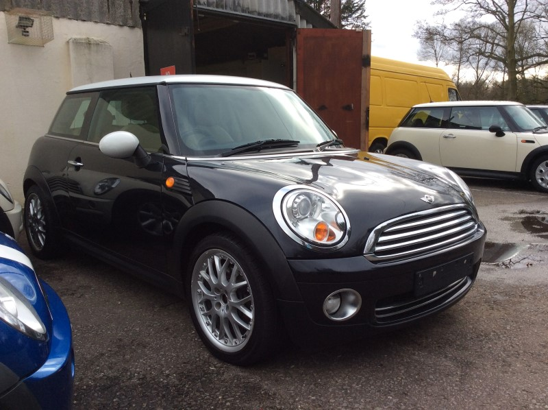 andy has chosen this 2006 56 mini cooper with chili pack full leather panoramic glass sunroof. Black Bedroom Furniture Sets. Home Design Ideas