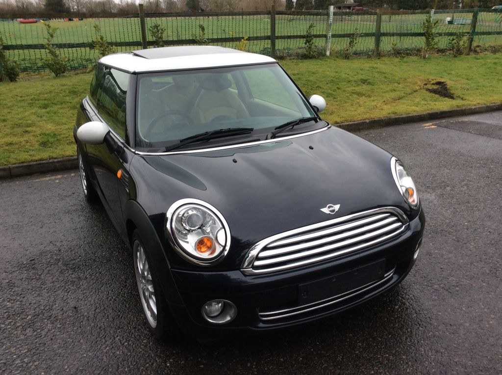 andy has chosen this 2006 56 mini cooper with chili pack. Black Bedroom Furniture Sets. Home Design Ideas