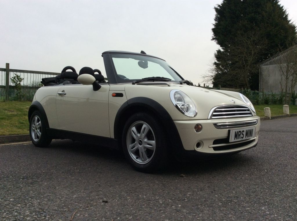 2007 57 mini cooper convertible in pepper white the summer is a coming mrs mini used. Black Bedroom Furniture Sets. Home Design Ideas