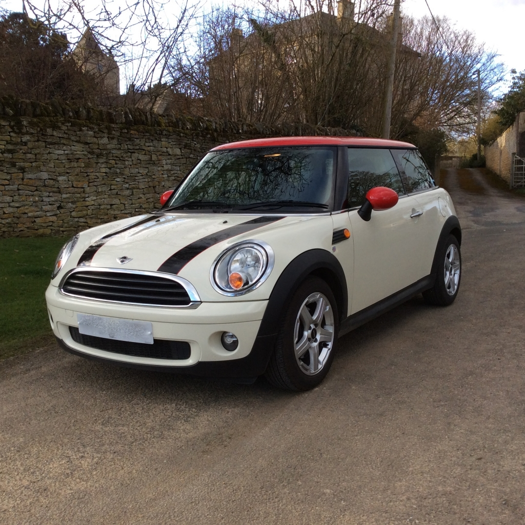 tara has chosen this 2009 mini one 1 4 in pepper white with red roof mirror caps mrs mini. Black Bedroom Furniture Sets. Home Design Ideas