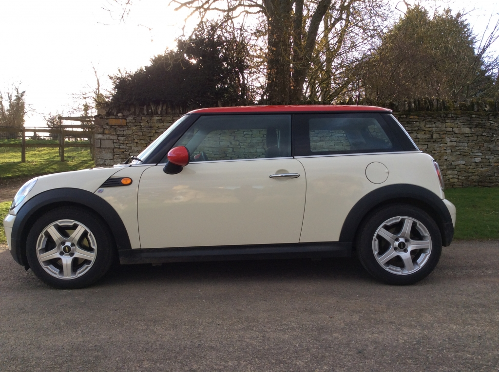 Tara Has Chosen This 2009 Mini One 1 4 In Pepper White