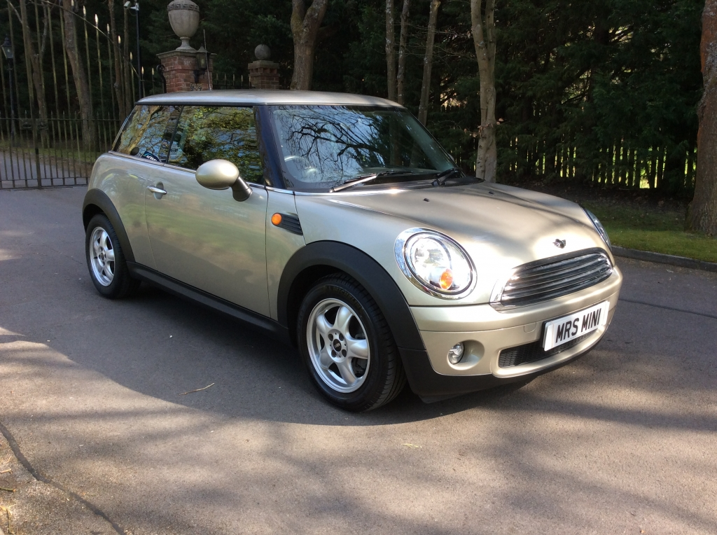 2007 mini cooper auto with such low miles just 15k from new mrs mini used mini cars for sale. Black Bedroom Furniture Sets. Home Design Ideas