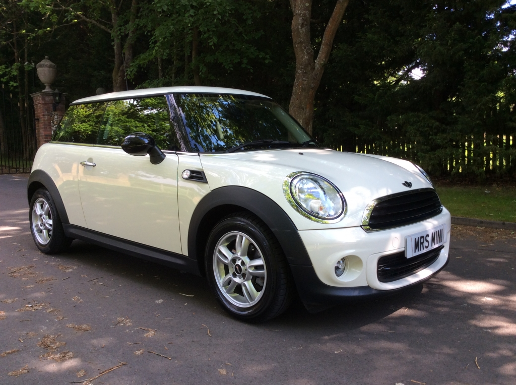 valerie has chosen this 2012 62 plate mini one in pepper white with only 1 owner from new. Black Bedroom Furniture Sets. Home Design Ideas