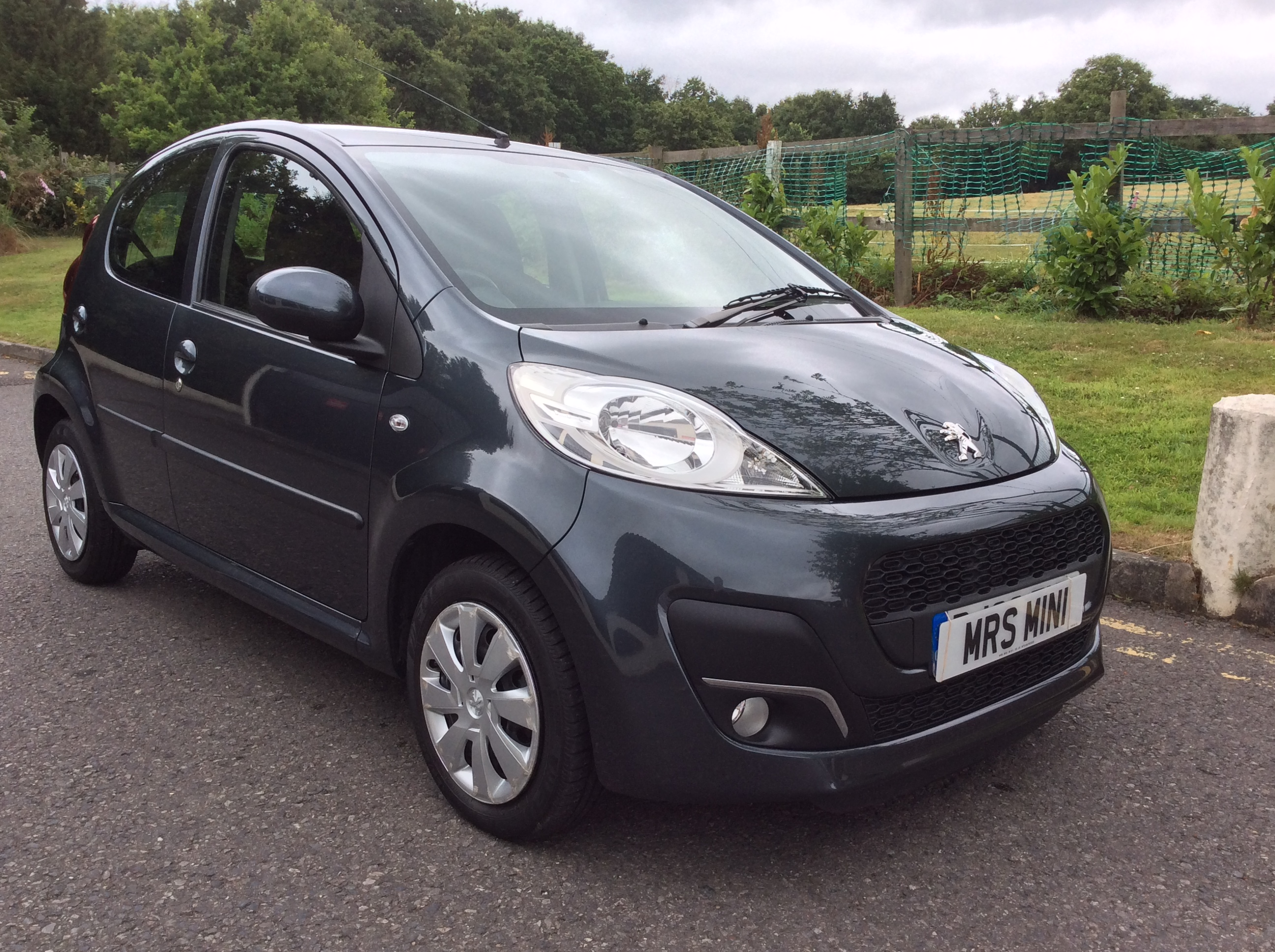 2013 peugeot 107 1 0 12v active 5dr in grey stunning with 25k miles mrs mini used mini. Black Bedroom Furniture Sets. Home Design Ideas