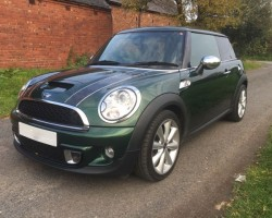 James decided this is going to be his MINI – 2011 MINI Cooper S in Iconic British Racing Green – HUGE SPEC – Sunroof, Bluetooth, Leather Heated Sports Seats