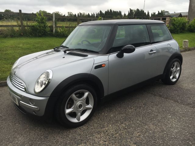 2002 mini cooper in pure silver with half leather full service history mrs mini used mini. Black Bedroom Furniture Sets. Home Design Ideas