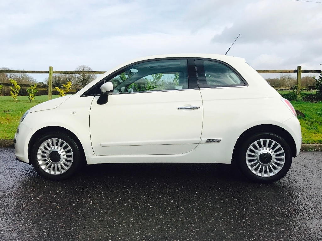 robyn has chosen this 2009 fiat 500 1 2 lounge in superb condition with low miles full service. Black Bedroom Furniture Sets. Home Design Ideas