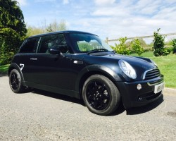 Too late this one is sold!  2006 MINI One Seven 1.6 Astro Black Metallic