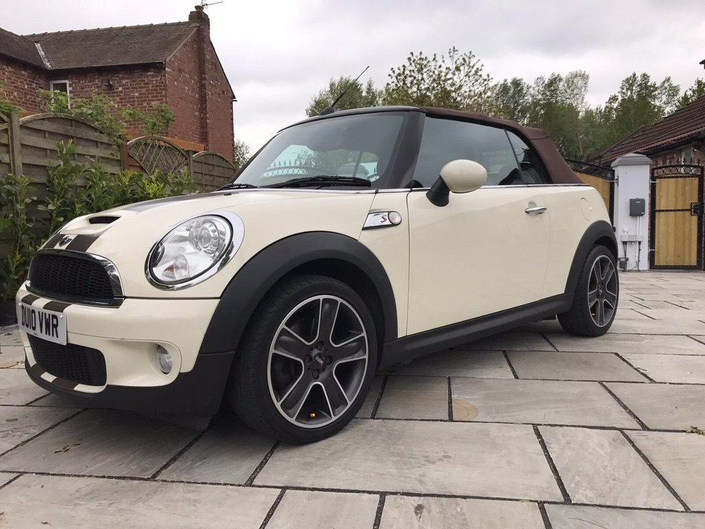 2010 mini cooper s convertible 1 6 pepper white chili pack. Black Bedroom Furniture Sets. Home Design Ideas