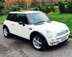 2003 MINI Cooper In Pepper White with SUNROOF LEATHER & CHILI PACK + 7 SERVICE STAMPS