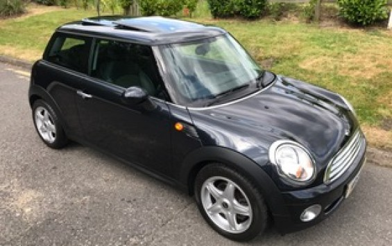 2007 / 57 MINI Cooper Chili Pack in Astro Black with Sunroof