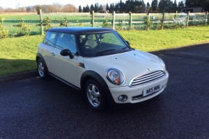 Jamie is treating his wife & daughter to this 2008 MINI One 1.4 in Pepper White