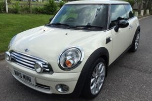 2008/58 Pepper White MINI Hatchback With Pepper Pack & Low Miles & the 1.4 Engine