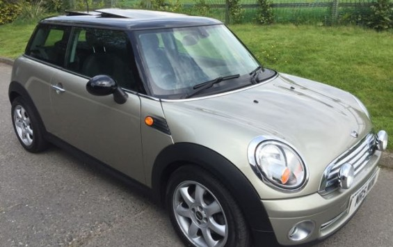 2009/59 MINI COOPER Auto With Pepper Pack Panoramic Glass Sunroof And Cruise Control