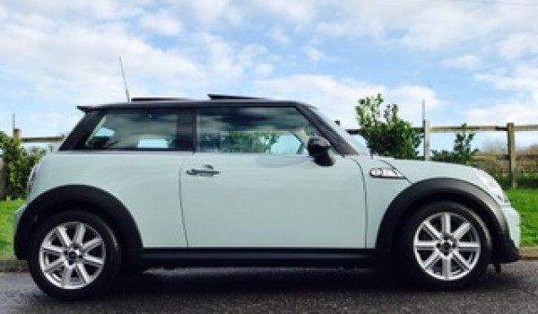 Angel chose this 2013 / 63 MINI Hatch 1.6 Cooper S (Sport Chili) AUTOMATIC – HUGE SPEC SUNROOF NAV & LEATHER In Ice Blue
