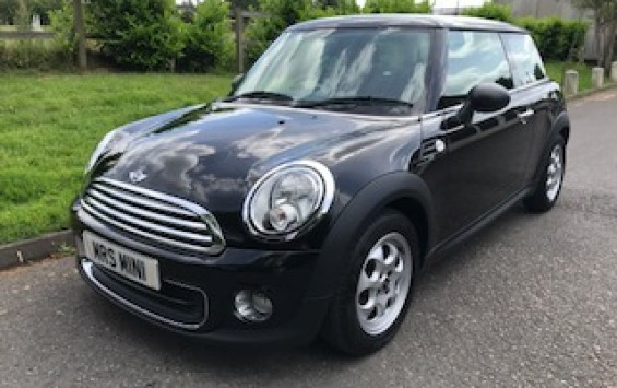 2011 / 61 MINI One 1.6 with Pepper Pack & Immaculate