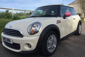 2013 MINI One Pepper Pack In Pepper White With Mirrors **Rare With Sunroof Alloys & Half White Leather**