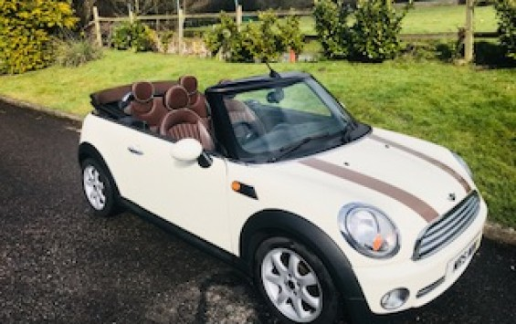 2009 MINI Cooper Convertible with Chocolate Hood & matching Lounge Leather Heated Seats