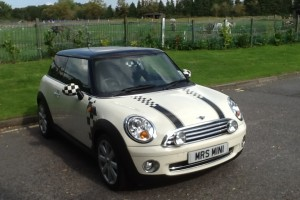 2006 / 56 NEW SHAPE MINI COOPER with Half White Leather & Cruise Control