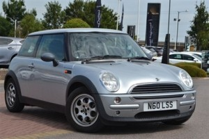 2003 MINI ONE – Low Miles of her Age & 6 service stamps in her book