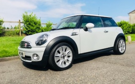 2010 Limited Edition MINI Cooper Camden In White Silver with Full Service History