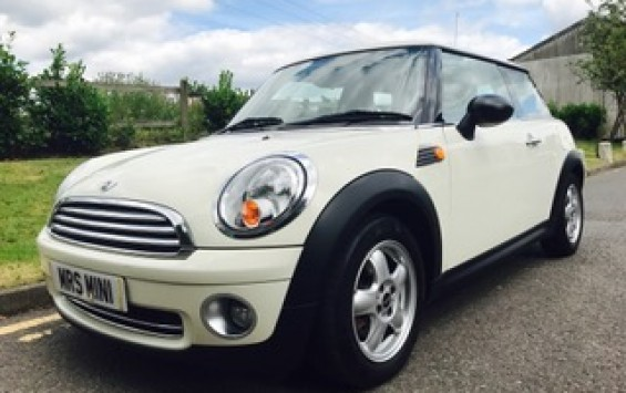2010 MINI One AUTOMATIC in Pepper White with Low Miles 30K with PEPPER PACK