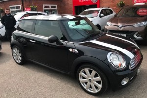 2009 / 59 MINI One 1.4 In Midnight Black with PEPPER PACK