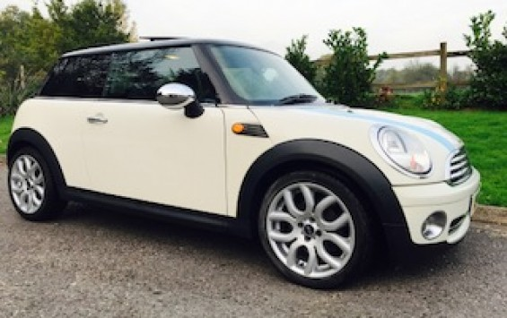 2008 MINI COOPER AUTOMATIC in Pepper White with Chili Pack & 12 MINI Service Stamps – Well Loved!