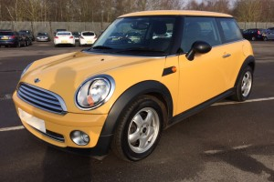 2009 /59 MINI ONE 1.4 in YELLOW with PANORAMIC SUNROOF & 1 OWNER FROM NEW