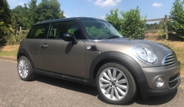 2012 MINI Cooper Chili Pack in Velvet Silver with Low Miles & Full Service History plus she has upgraded 17″ Alloy Wheels