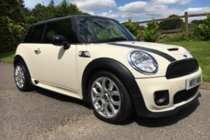 2008 / 58  MINI COOEPR S AUTOMATIC  in Pepper White with Sunroof, Full Lounge Leather LOW MILES 28K & both Chili & Visibility Packs