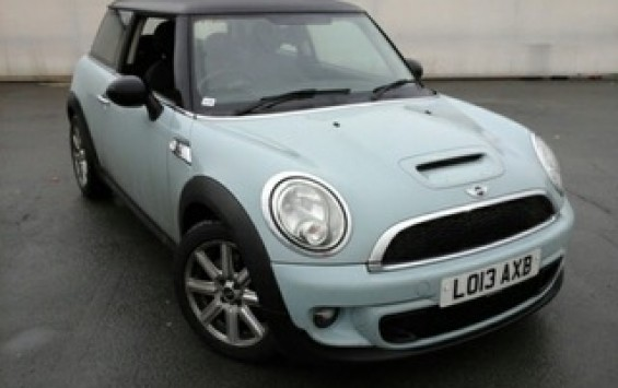 2013 / 63 MINI Hatch 1.6 Cooper S (Sport Chili) 3dr with HUGE SPEC SUNROOF NAV&LEATHER In Ice Blue