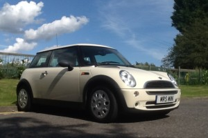 21st Birthday Present for Francesca – be patient, not until the day!!   2006 MINI ONE in PEPPER WHITE with LOW LOW MILES & 1 Owner from new