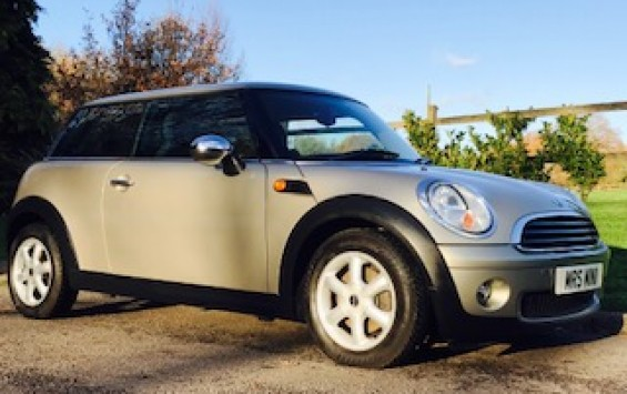 2009 MINI One 1.4 in a chic colour – Sparkling Silver