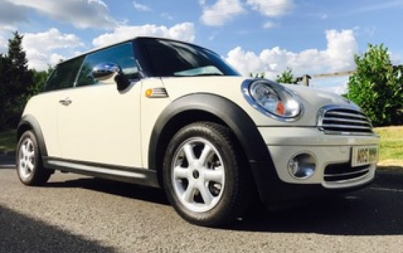2010 MINI One In Pepper White with Pepper Pack & Visibility Pack 1 Owner & only 30K miles