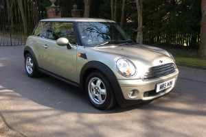 2007 MINI Cooper Auto 7 Service Stamps & MOT to Jan 16 & she's done Just 15K from new.