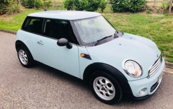 2012 / 62 MINI One In Ice Blue with Low Miles – Drives nicely too!