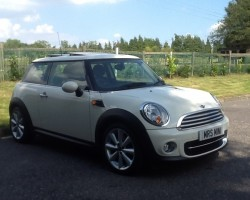 Too late – Sanya has nabbed this 2011 MINI COOPER DIESEL WITH SUNROOF, CHILI PACK, & so much more – just look how fab the alloys are – 17″ Conicals