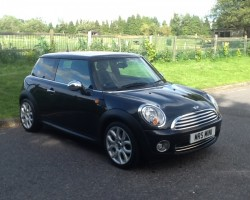 2008 / 58 MINI COOPER IN BLACK WITH FULL LOUNGE LEATHER