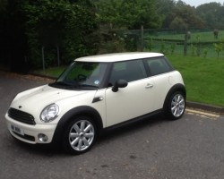 **NOW SANTA** – TAKE CARE GETTING THIS DOWN THE CHIMNEY – WE DON'T WANT SOOT ALL OVER THIS 2010 / 60 MINI ONE – UNUSUALLY HIGH SPEC – Bluetooth, Alloys & Half Leather