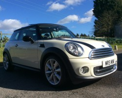 Vera Chose this 2010 / 60 MINI COOPER CHILI PACK – HUGE SPEC – SAT NAV, SUNROOF BLUETOOTH FULL LEATHER HEATED SEATS, CRUISE & FULL MINI SERVICE HISTORY ALL IN PEPPER WHITE