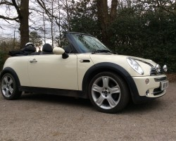 Gwen is off to France in this 2008 MINI Cooper Convertible In Pepper White with White Dashboard & Door handles – Stunning & LOW MILES