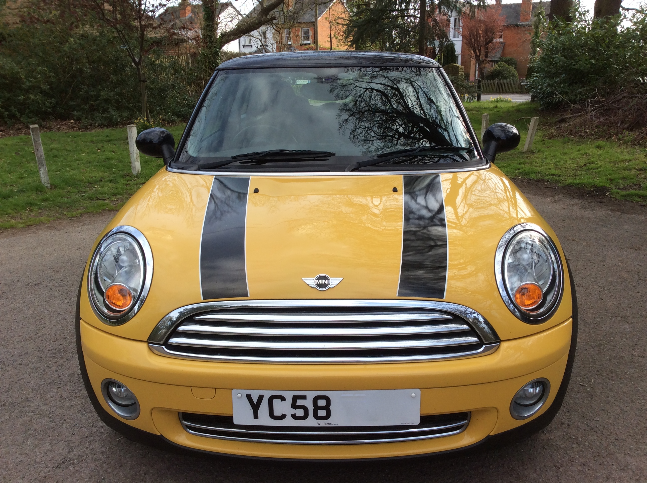 barbara has chosen this 2008 58 mini cooper with chili pack in yellow mrs mini used mini. Black Bedroom Furniture Sets. Home Design Ideas