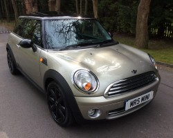 Simon & Kim have chosen this 2006 / 56 New Shape MINI Cooper with Really Nice Spec