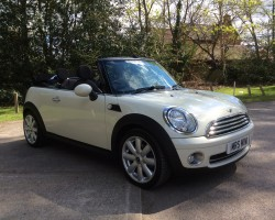 Roger & his good lady chose this 2009 / 59 MINI COOPER CONVERTIBLE in Pepper White with Low MILES