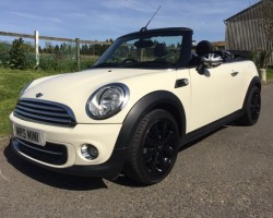 2011/61 MINI Cooper Chili Pack 1.6 Petrol In Pepper White Heated Full Leather Seats Bluetooth PDC & Low MILES – Just 18K
